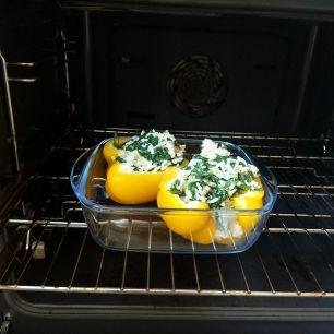 12. Schiebe die Paprika in den Ofen